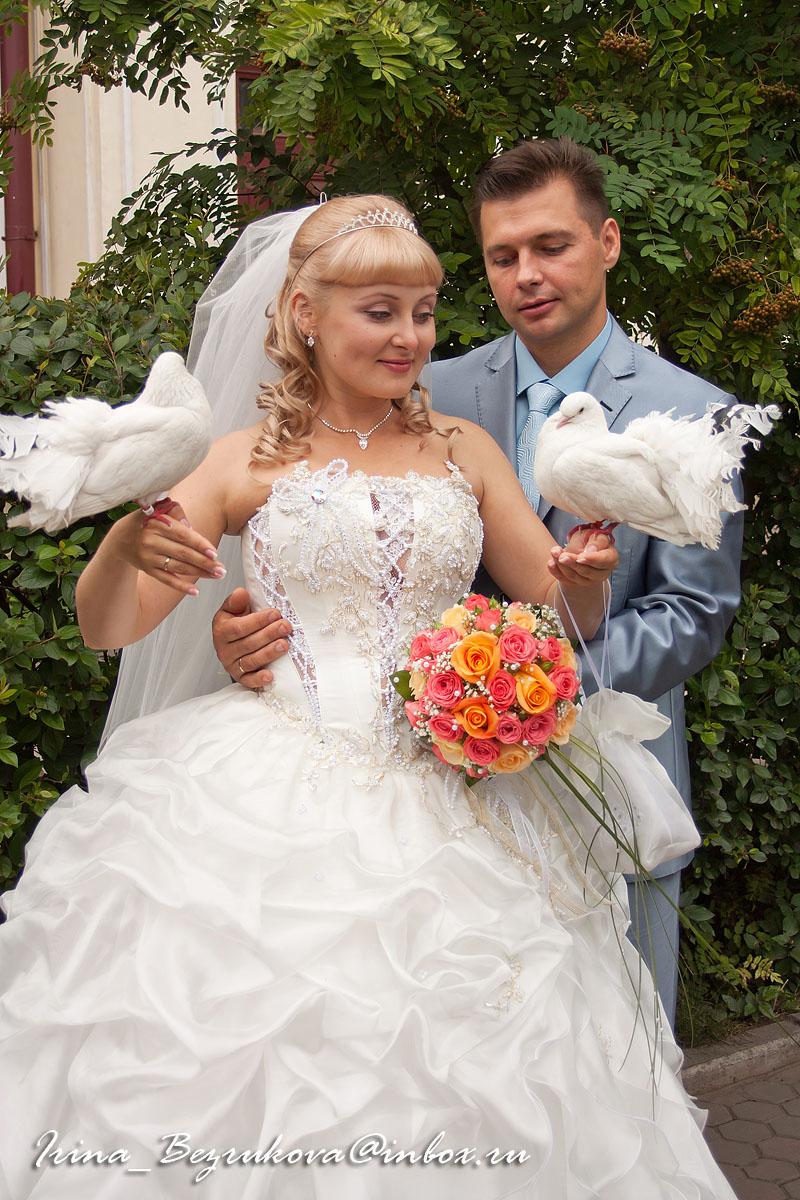 Жених и невеста. Во время постановочной съемки.
